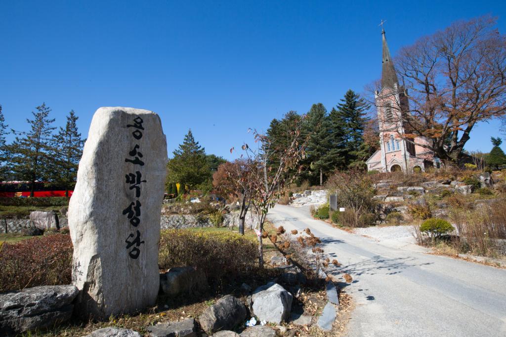 00년의 시간이 구석구석 남아 있는 평화의 성지, 원주 용소막성당
