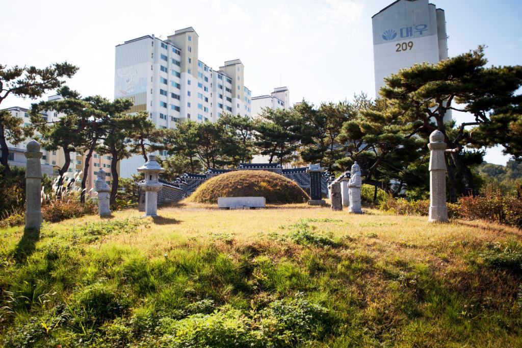 김정묘역 문인석